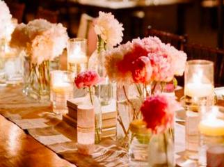 Embellir votre table avec des fleurs et bougies